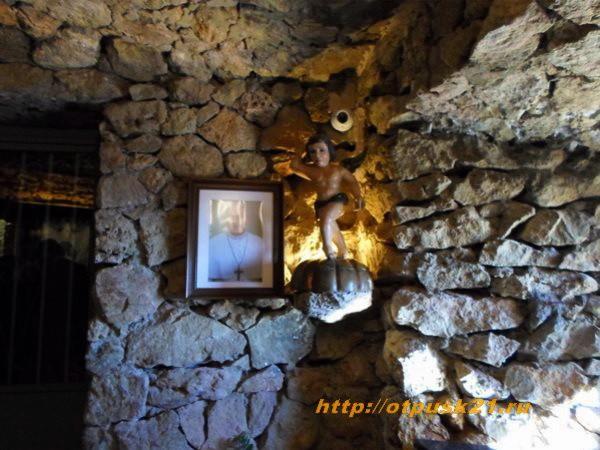 Михас, часовня Девы в скале