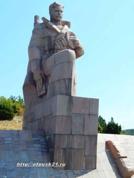 """Сукко Геленджик, памятник """"Морякам революции"""""""