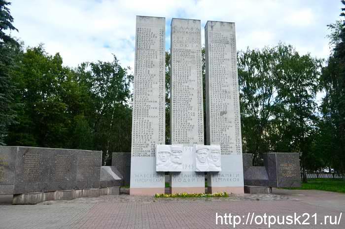Кировский сквер, Площадь Революции в Вологде
